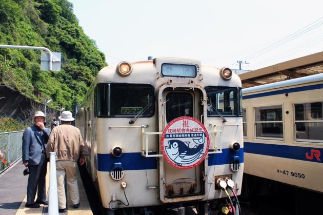 山川駅で一休みの出汁列車
