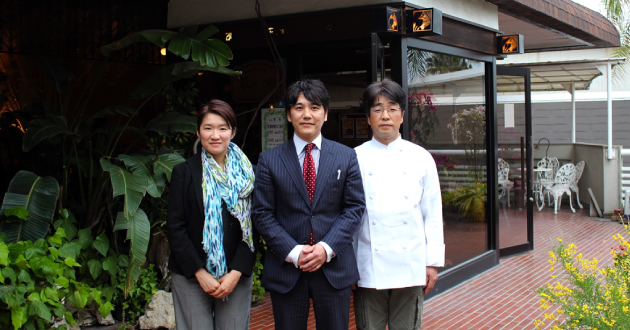 奄美の里 レストラン「花ん華」の方と記念写真