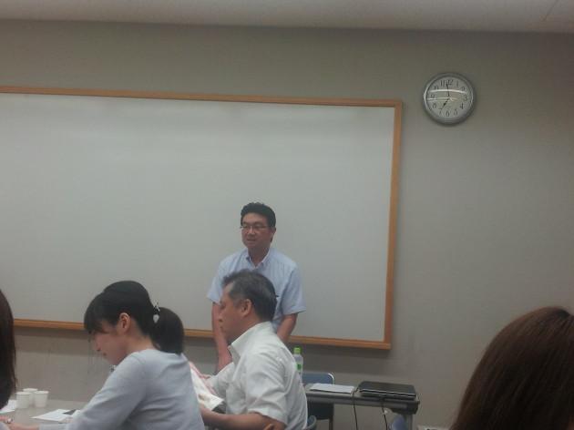 第一部の講演はかつお節の歴史と作り方。出汁プロ実行委員的場社長の講演です。