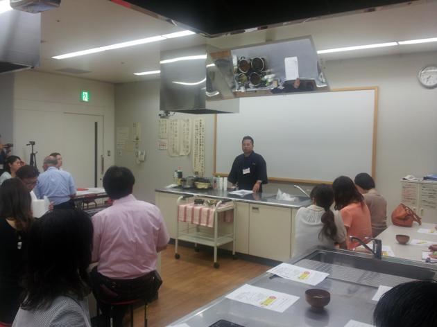 梛木 先生によるかつお出汁の引き方と活用方法の講義です