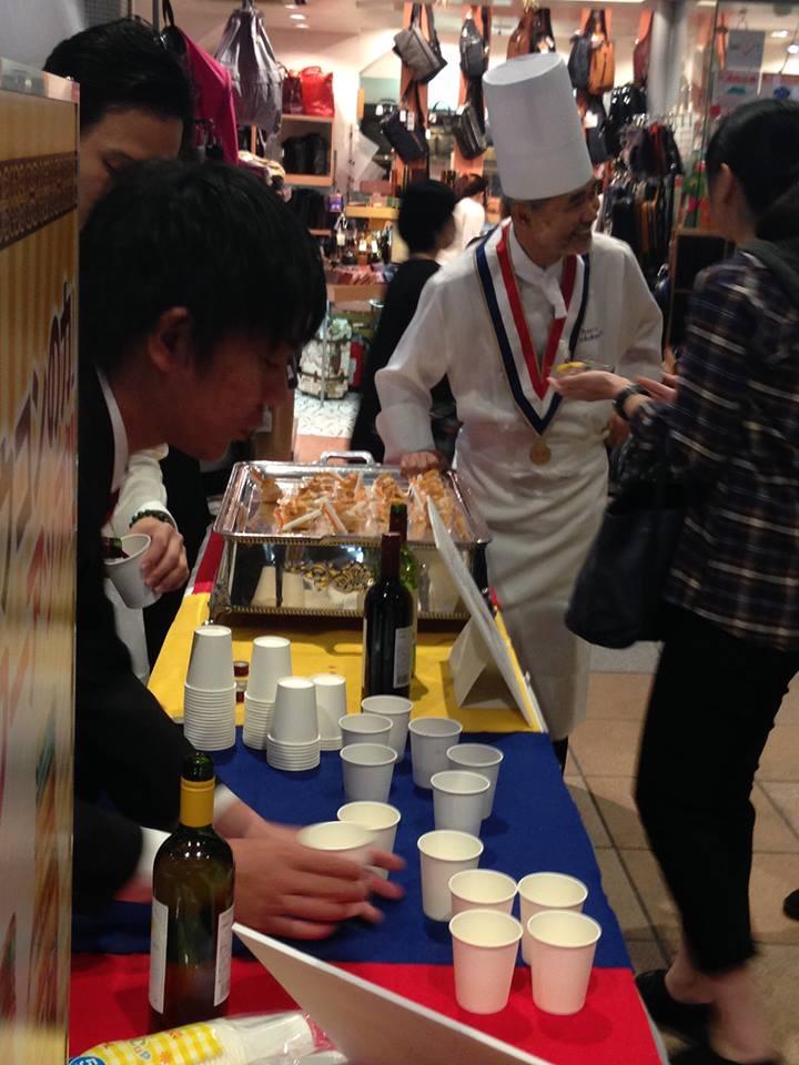 出汁プロが素材を提供して上柿元シェフに作ってもらったピンチョスは大人気